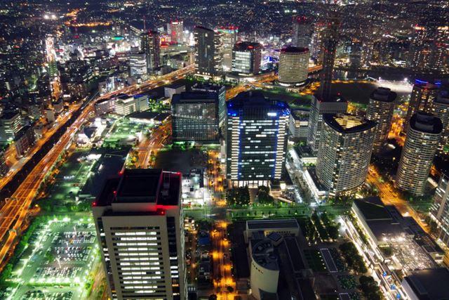 「こんな美しい夜景も、実は簡単に撮れてしまします!」 0.6秒、F8、ISO3200、+1補正