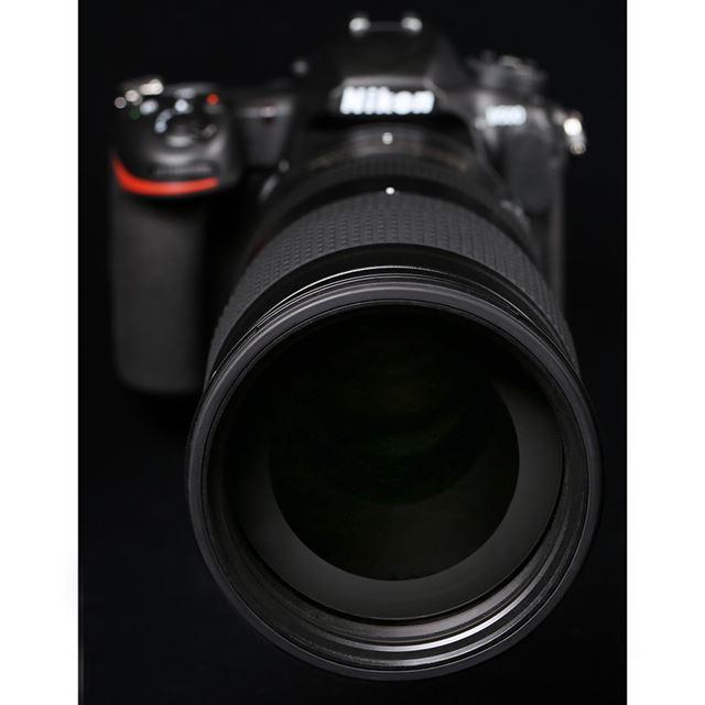フィルター径95mmの大型レンズ。開放F値はズーム全域でF5.6。500mmでF5.6の明るさが得られるのがポイントだ
