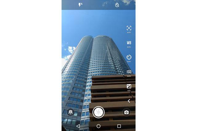 カメラアプリはシンプルだが、マニュアル撮影が可能