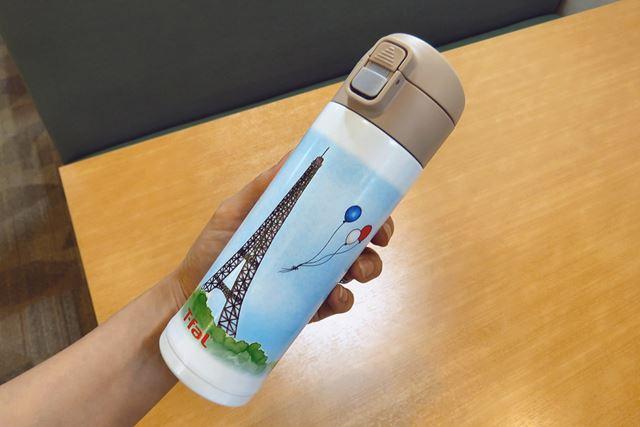 写真はステンレスマグボトル「エッセンシャルズ メルシー」300mlサイズ。450mlサイズもあります