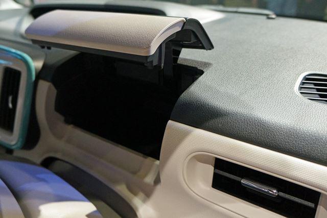 ダッシュボードの運転席側に備わる収納スペース