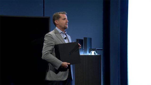 PS4 Proをアピールするアンドリュー・ハウス氏