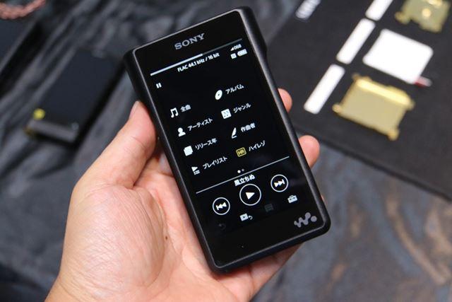 Android OSから独自OSに切り替わり、ユーザーインターフェイスのデザインも大きく変わった