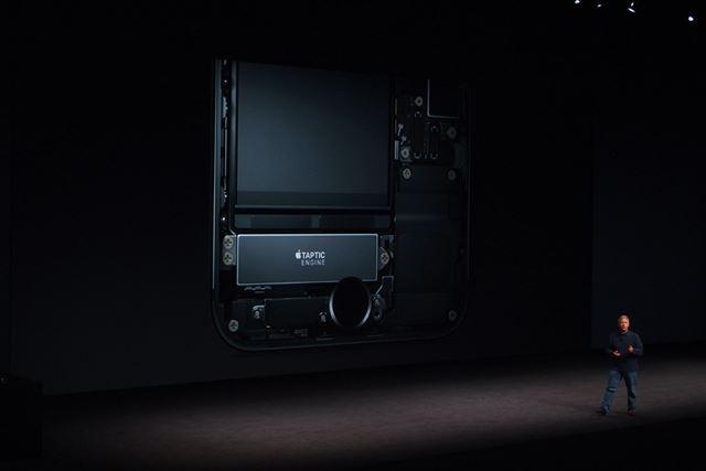 Taptic Engineを搭載し、ホームボタンを押すと振動でフィードバックしてくれる