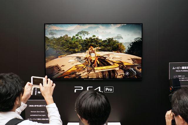 PS4 Proと4Kテレビを使った4Kゲームのデモンストレーションの様子