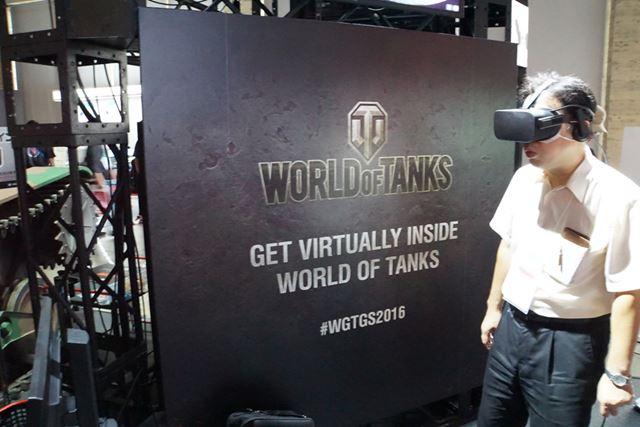 戦場を駆け抜ける戦車の上に立っている様子を体験できる「GET VIRTUALLY INSIDE WORLD OF TANKS」