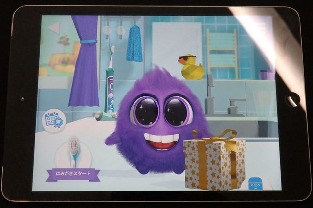 歯磨きを終えると、スパークリーがプレゼントをくれます。何が入っているのか、開けるのも楽しみですね
