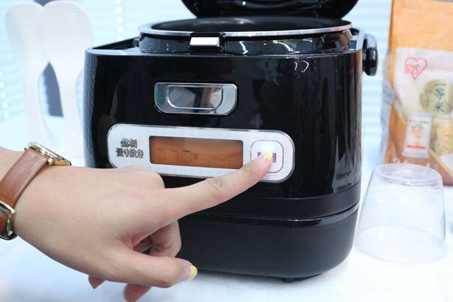 計量操作部は、本体前面に配置されている。「計量」ボタンを押すと、計量機能の数値がゼロに戻り、測定が始まる