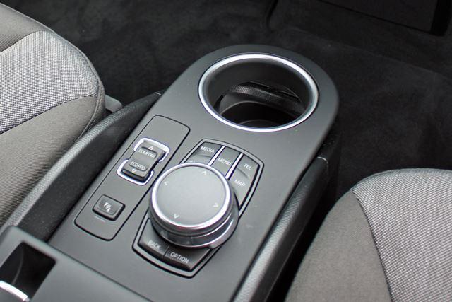 BMWではおなじみのiDriveコントローラー。操作性は相変わらず良好だ