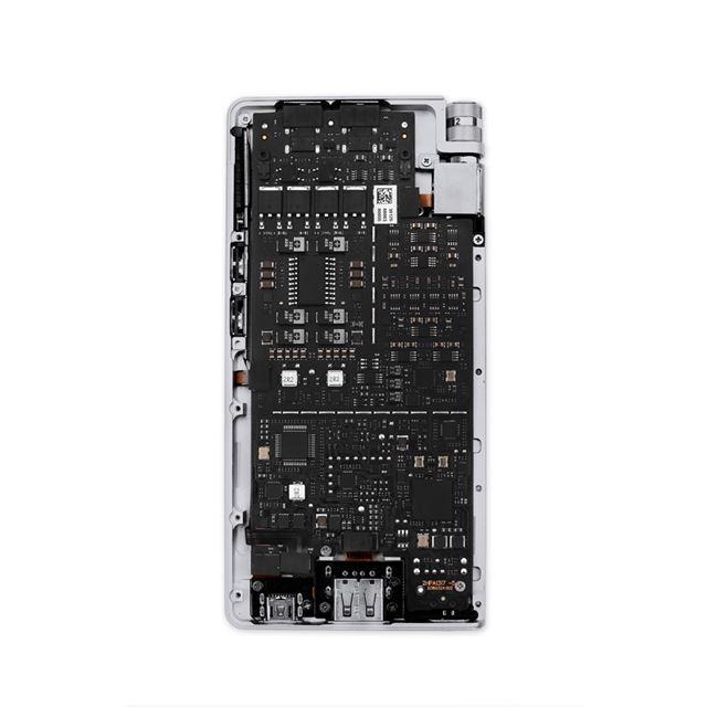 HA-2SEの内部基板。DACチップだけでなく、アナログアンプ回路にも手が加えられている