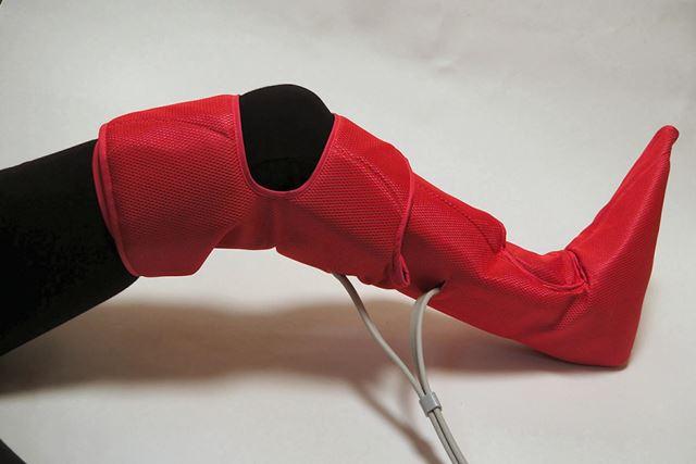 脚全体の疲れがとれる「ひざ巻き」。太ももに巻くテープは一本だけ