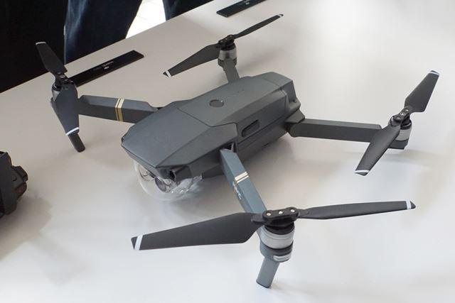 クアッドコプター型ドローンのMAVIC PRO
