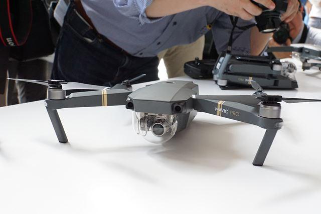 カメラは本体前面部に搭載