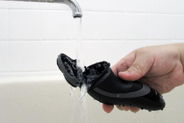 通常は毎回の使用後にヘッド部のみぬるま湯で洗えば清潔。ニオイも気にならない