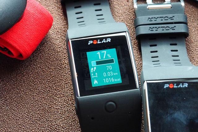 一日の活動量目標を表示する画面。その日に歩いた歩数や移動距離、消費カロリーも表示してくれる