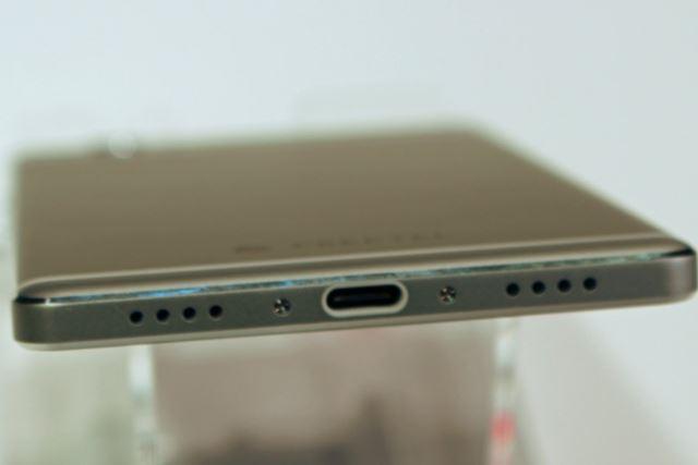 USB Type-Cポートを搭載。5V/3Aの充電に対応している