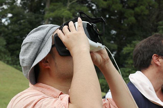 Parrot Cockpitglassは、メガネの上からでも、装着が可能です