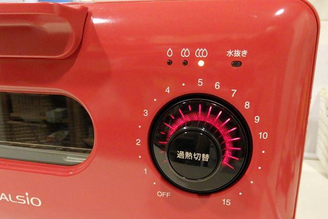 「弱」180℃、「中」200℃、「強」250℃の3段階から温度を選べます。加熱時間は最大15分まで