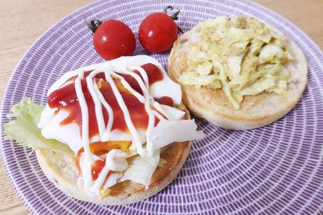 卵の黄身が少し半熟な状態でストップし、マフィンに挟めばサンドウィッチが完成です