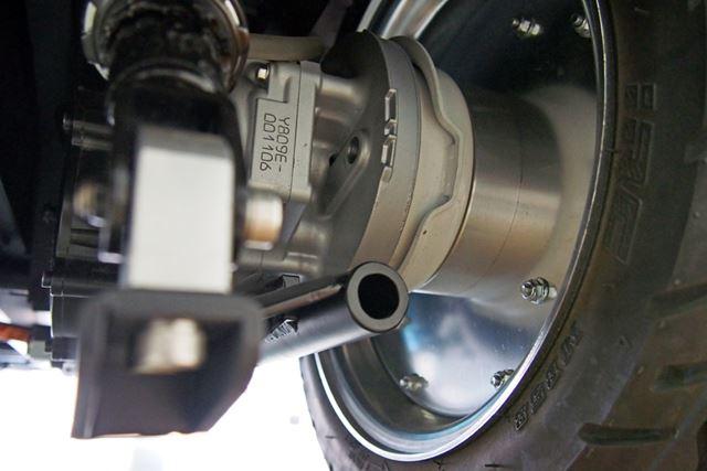 モーターは、ホイールと一体となったインホイール式を採用。左右2つの合計5kWの出力となる予定