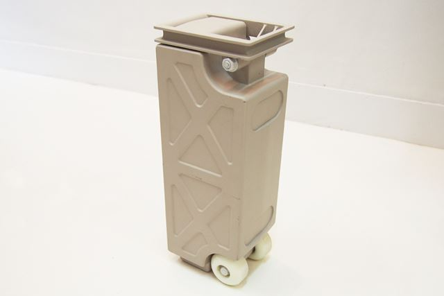 容量4kWhのバッテリーを搭載。長距離移動する時は、バッテリーを交換しながら走行する