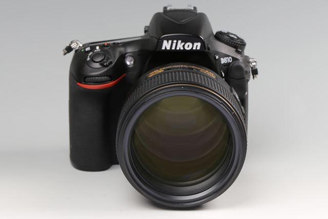 焦点距離105mmで開放F1.4の大口径を実現。フィルター径は82mmと大きい