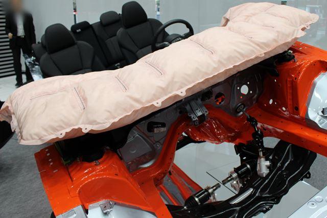 歩行者保護エアバッグも全グレードに標準搭載される