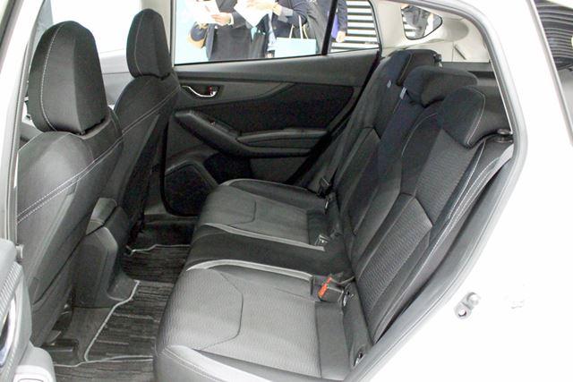 後席のレッグスペースが20mm以上広がっている。十分快適な居住性だ