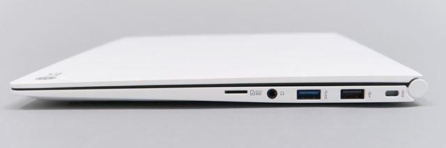 右側面。SDメモリーカードスロットは、フルサイズではなくMicroとなる