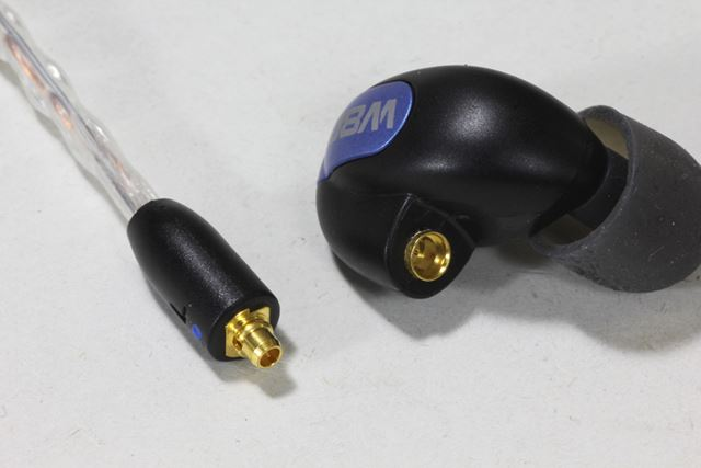 MMCXコネクターを採用しており、リケーブルにもしっかりと対応している