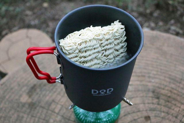 洗わないとコーヒーを淹れられなくなりますが、袋麺を折らずに投入できるクッカーのサイズはいい!