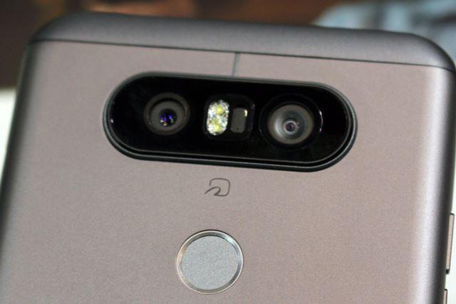メインカメラには標準画角と広角画角の2つのレンズを搭載