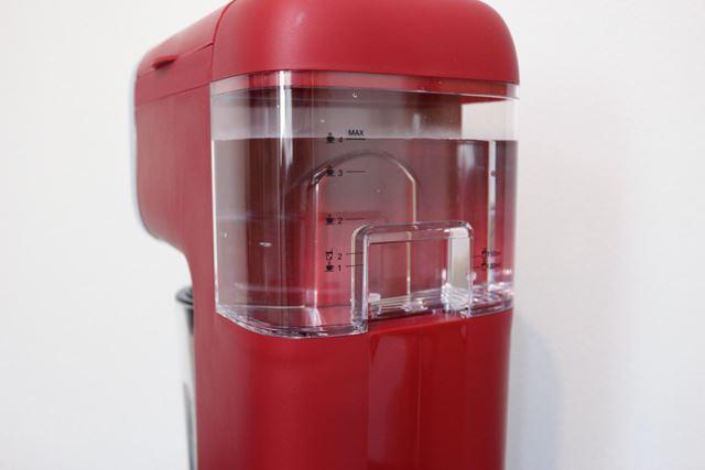 コーヒー粉4杯の場合、水タンクの「ホットコーヒー4杯」の目盛りまで水を入れる