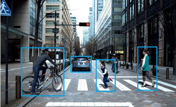 好評の運転支援システム「EyeSight」は、最新のver.3に進化。こちらも全グレードに標準搭載される