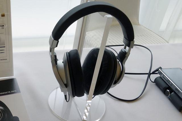 世界初のフルデジタル伝送対応Bluetoothヘッドホン「ATH-DSR9BT」を展示