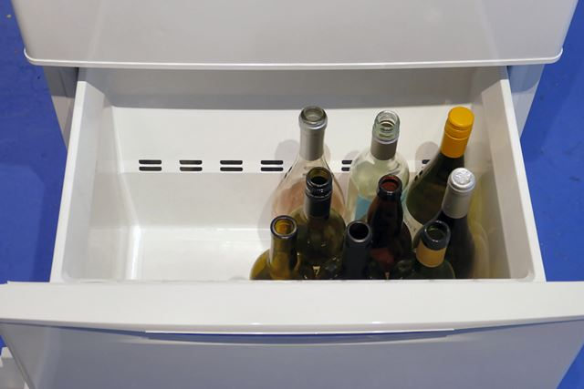 下段にはワインボトルが16本入ります