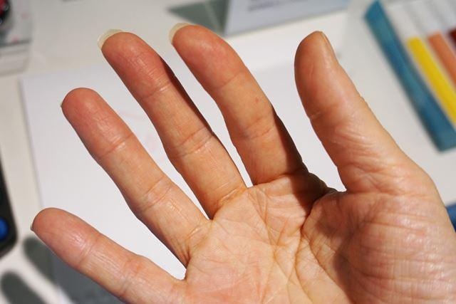 けっこうギューっと握っていましたが、手にはクレヨンの汚れなし!