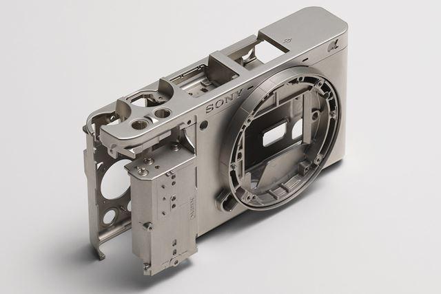 α6300と同様、マグネシウム合金ボディを採用