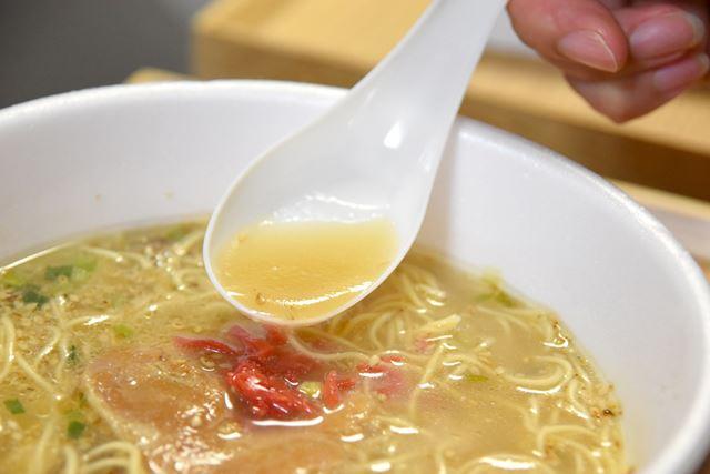 細麺と濃厚スープのバランスが絶妙です