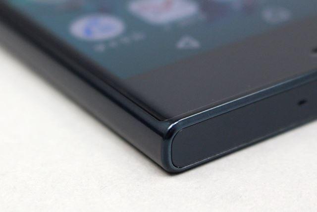 液晶の表面には曲面の2.5Dガラスが使われる。タッチ操作の感触も滑らかに感じられる
