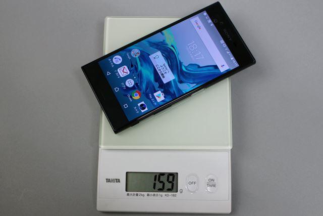 手元の重量計を使って重さを計測。SIMカードを入れた状態の重量は159gで、スペック値より軽かった