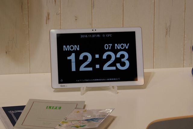 立てかけて時計として使えるアプリ「Info Clock」も新たに搭載された