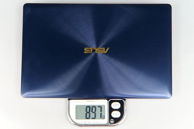 重量は実測で897gだった。900gを切る驚異的な軽さだ