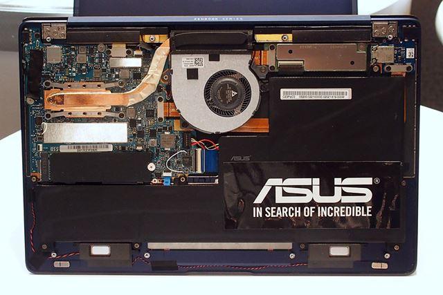 新開発の冷却システム。バッテリーもかなり工夫して、隅までぎっしり詰まっている