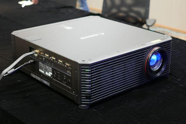 レーザー光源を採用した業務用の4Kプロジェクター「4K600STZ」