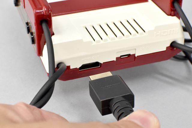 テレビや液晶ディスプレイとは、HDMIケーブルを使って接続します