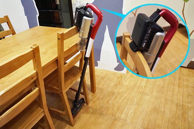 フックが装備されているので、掃除を中断する時には椅子などにちょっとかけてもいいですね