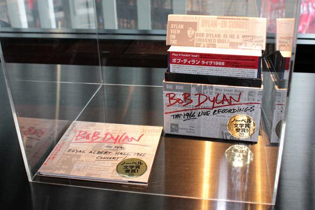 会場ロビーにも『リアル・ロイヤル・アルバート・ホール』のCD現物が置かれている