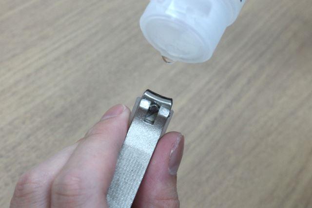 ささくれ処理をする前に、刃の部分を消毒液で拭いておくと安心ですよ