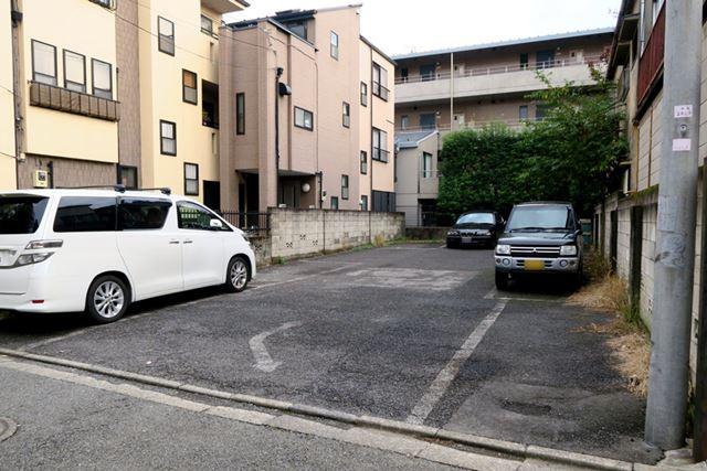 写真は「akippa」の駐車場。使わない車庫を駐車場として貸し出す、パーキング版の民泊サービスだ